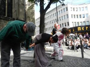 """Auftritt mit """"Opernarien gegen Pelz"""" bei der """"Köln Pelzfri"""" am 10.9.2011"""